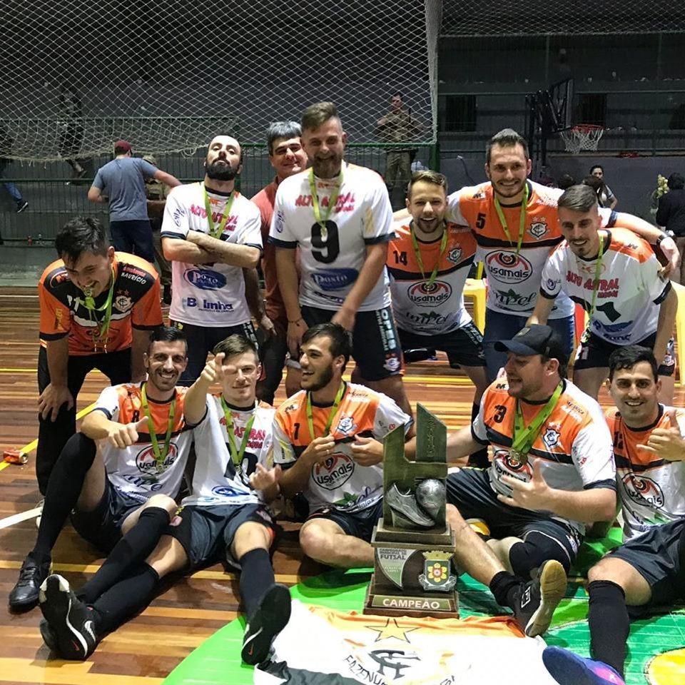"""""""Fazenda"""" é Campeã da 1ª e 2ª divisão no Futsal em Leoberto Leal"""