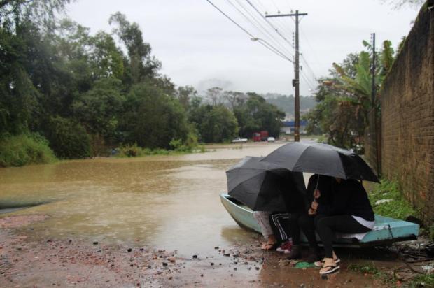 Nível do rio Itajaí-Açu baixa aos poucos em Rio do Sul no Alto Vale