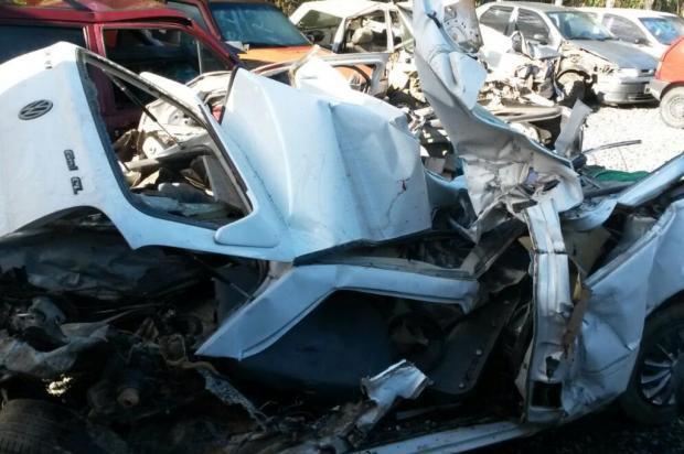 Colisão entre caminhão, carro e caminhonete provoca quatro mortes na BR-470 em Indaial