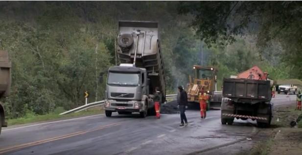 Rodovia SC-427 que liga Rio do Campo e Taió passa por obras emergenciais para tapar rachaduras