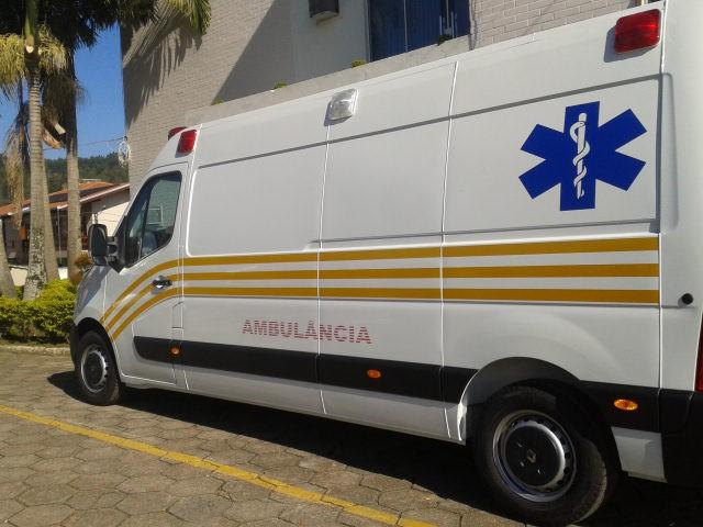 Petrolândia adquire ambulância equipada