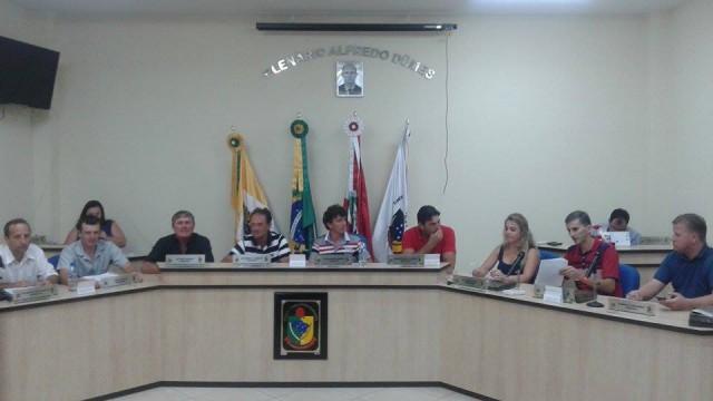 AURORA - Vereadores rejeitam parcelamento de dividas da prefeitura com o INSS