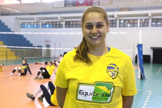 Reforço: Levantadora Giovana se apresenta ao time de Rio do Sul