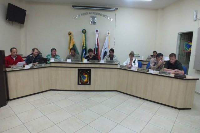 Vereadores solicitam esclarecimentos sobre IPTU e liberação de alvarás em Aurora