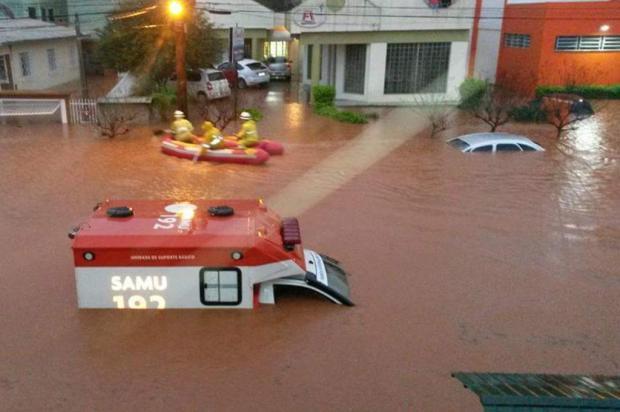 Chuva causa estragos em pelo menos 10 cidades no Oeste e Meio Oeste de SC