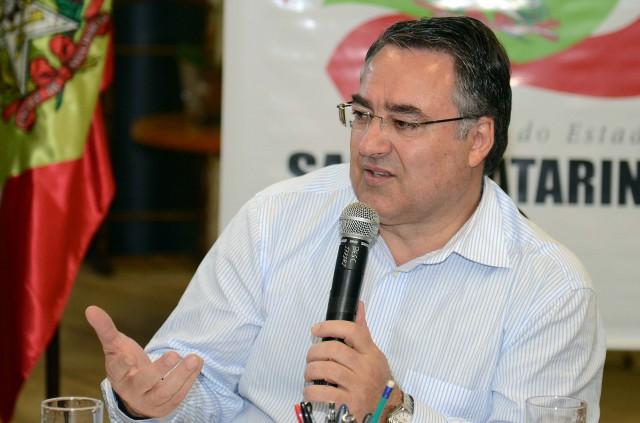 Colombo anuncia secretário da Saúde e relata gargalos orçamentários de SC