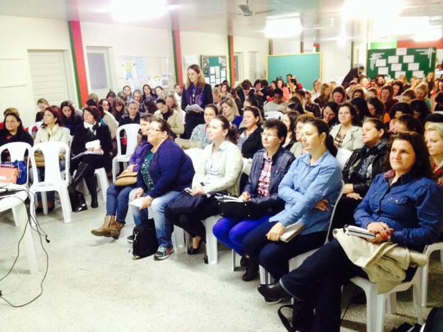 Professores estão reunidos em Ituporanga para elaborar proposta curricular da rede municipal de ensino do Alto Vale