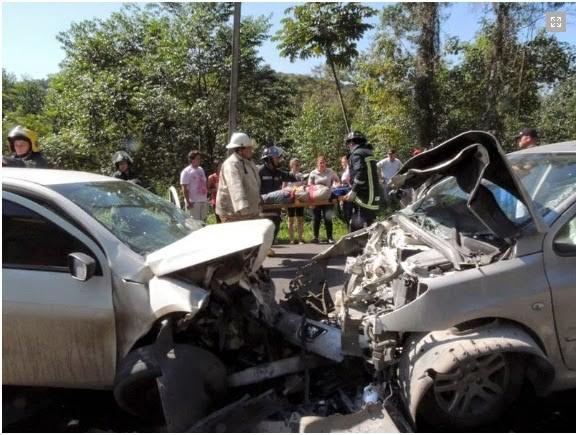 Colisão frontal deixa quatro feridos na BR-470, em Apiúna