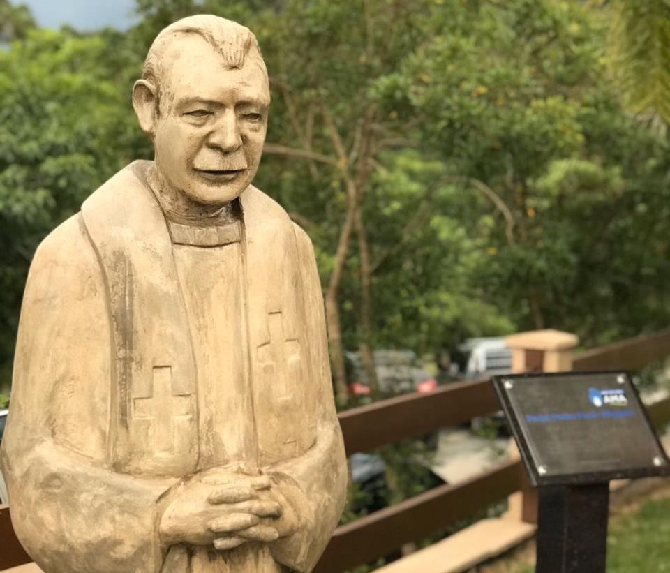 Abrigo Mão Amiga inaugura estátua em homenagem ao Padre Pedro Paulo Wiggers