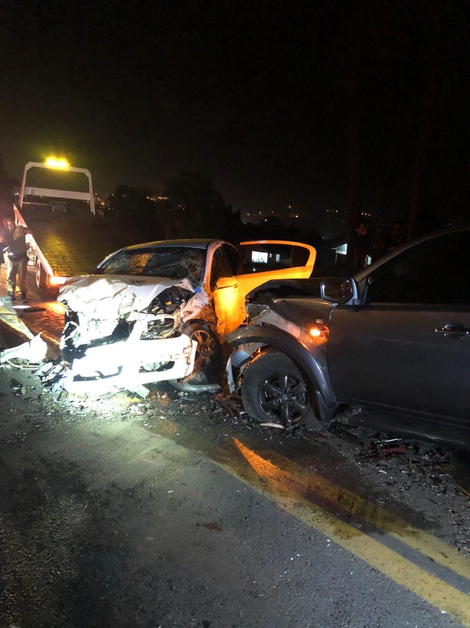 Acidente entre três automóveis deixa feridos na BR-470