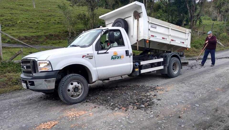 Administração de Aurora segue com trabalhos de melhorias nas estradas do interior do município