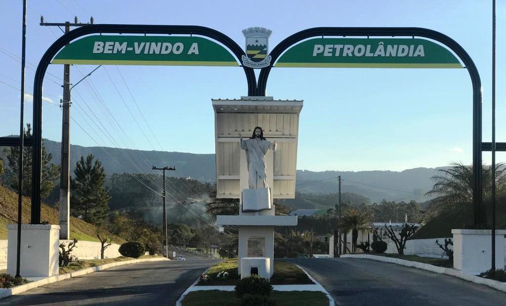 Administração de Petrolândia busca viabilidade para instalação de redutor de velocidade