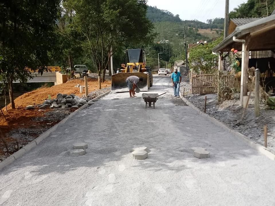 Administração de Vidal Ramos conclui obras em ruas do Centro da cidade