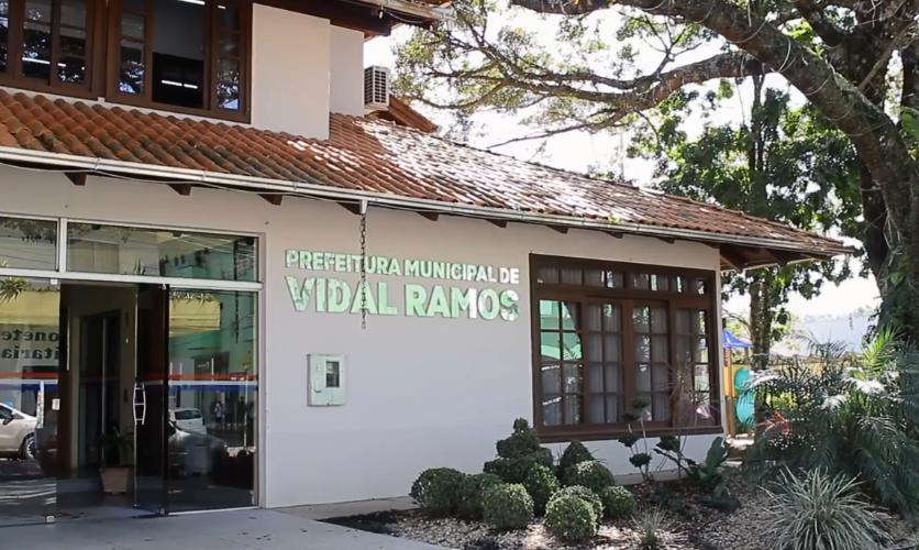 Administração de Vidal Ramos faz parceria com a Apremavi para recuperar a mata ciliar no município