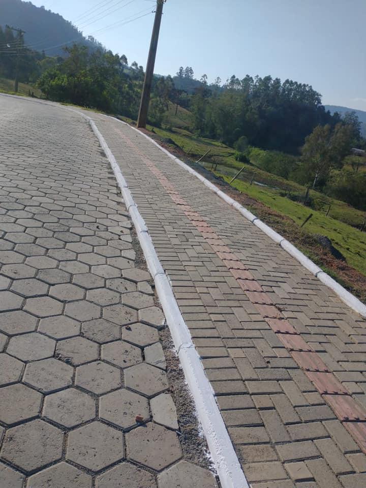 Aurora segue com serviços de pavimentação da Serra da Nova Itália e de ruas do município
