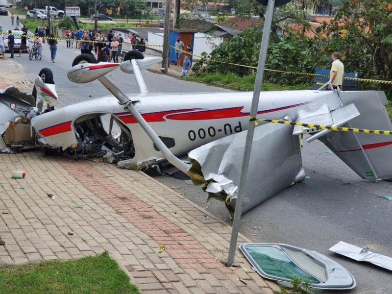 Avião monomotor cai no Centro de Guabiruba, no Vale do Itajaí