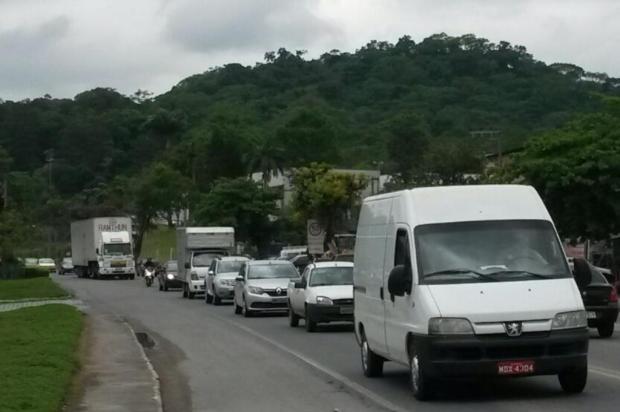 Polícia Rodoviária Federal restringe circulação de caminhões na BR-470 durante festas de fim de ano