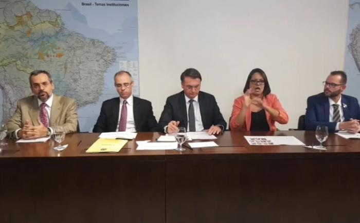 Bolsonaro defende proposta do ministro da Educação de tirar dinheiro de cursos de Filosofia e Sociologia