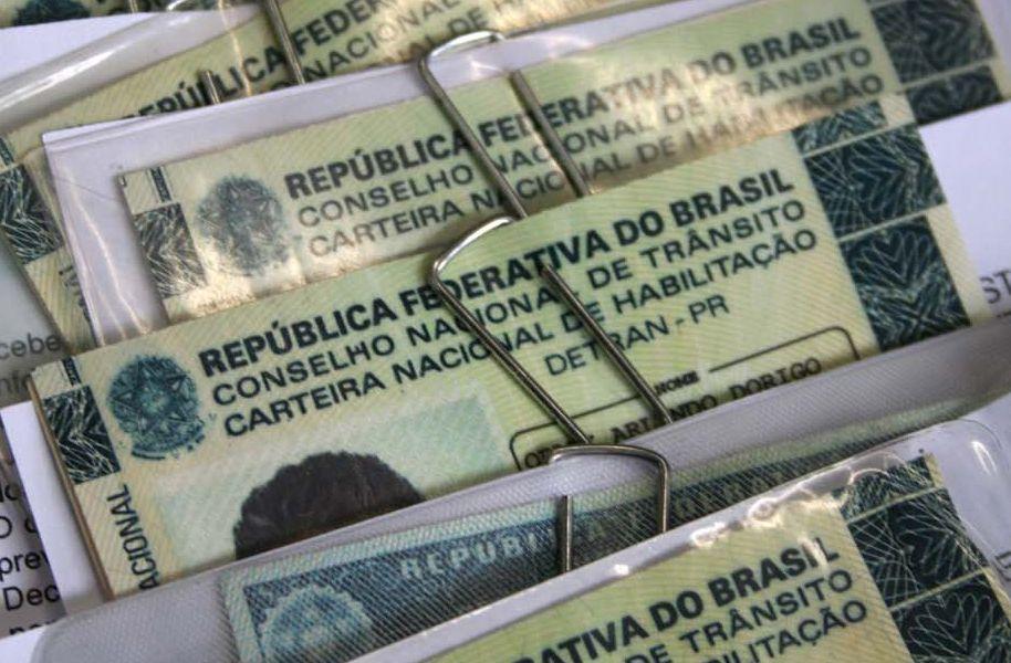 Bolsonaro diz que vai estender validade de CNH para 10 anos