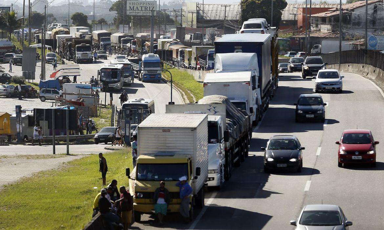 Caminhoneiros anunciam greve nacional para a próxima segunda