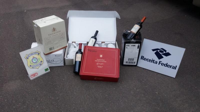 Carga com de 420 vinhos argentinos é apreendida na BR-470 em Rio do Sul