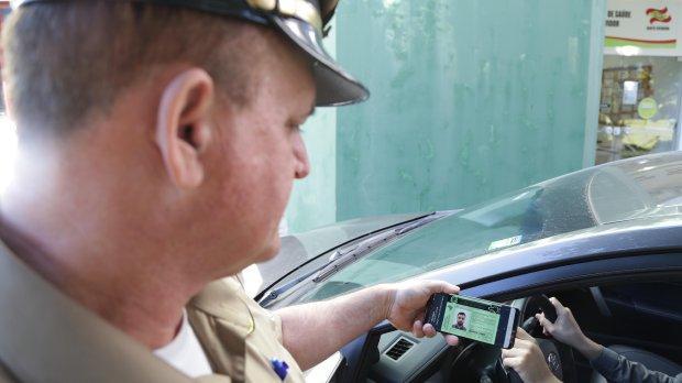Catarinenses poderão optar por ter CNH e documento de veículos apenas em versão digital