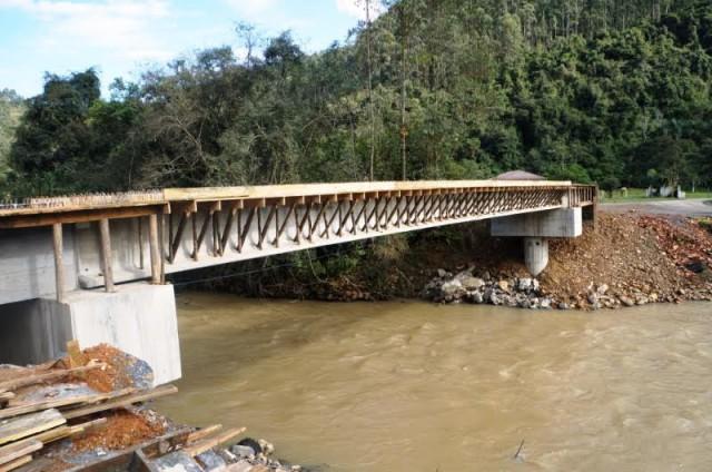 Ponte no Salseiro em Vidal Ramos será concluída em agosto