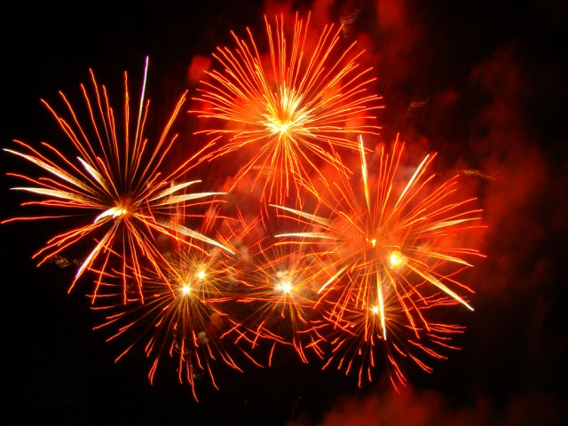 Confira algumas orientações na hora de soltar fogos de artifício na virada do ano