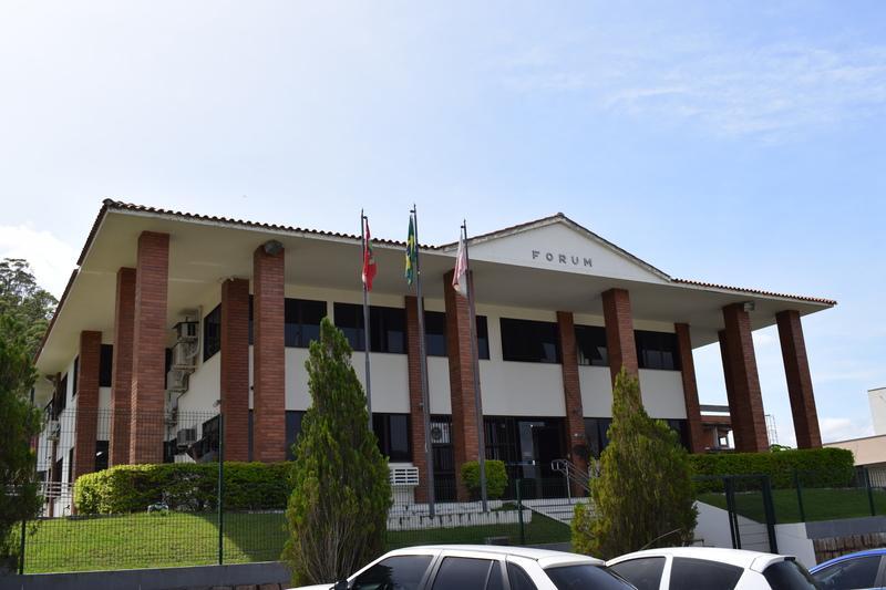 Cerca de R$ 180 mil arrecadados com multas penais na Comarca de Ituporanga são repassados para entidades da região