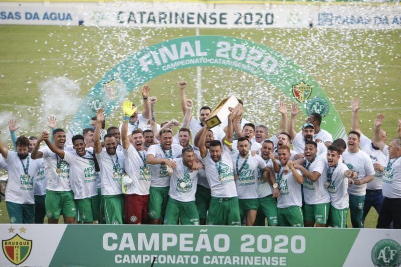 Chapecoense é campeã do Catarinense após vencer o Brusque e coroa campanha de recuperação