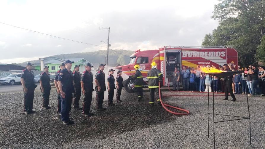 Corpo de Bombeiros de Bom Retiro recebe reforço de 10 novos bombeiros voluntários
