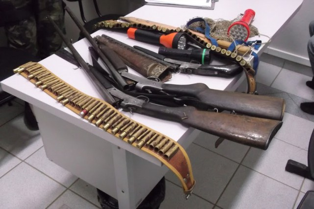 Polícia Militar e Ambiental prende homem e apreende adolescentes com armas e munições em Agrolândia