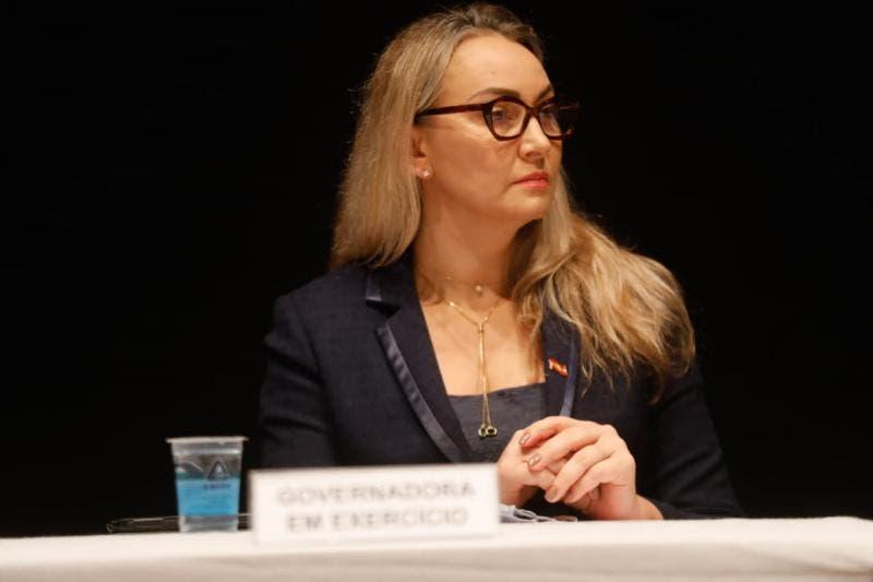 Daniela Reinehr assume governo de SC e fala em diálogo, mudanças no secretariado e ações na pandemia