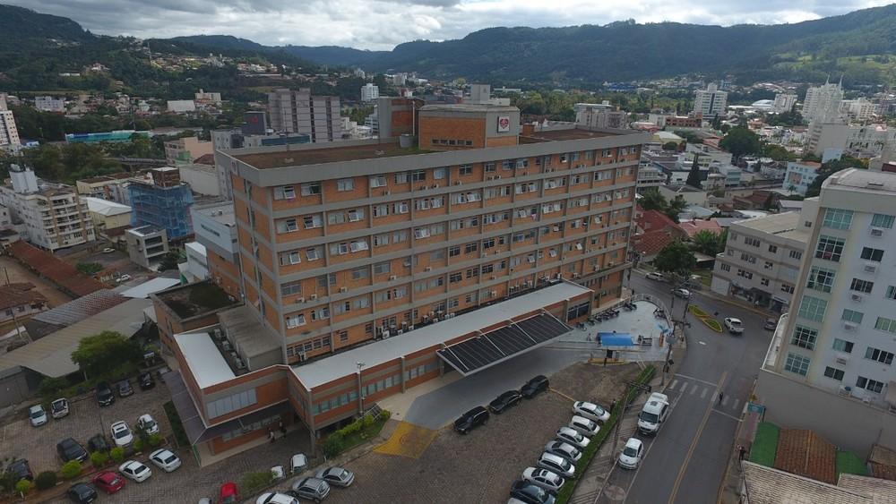 Decisão do Governo do Estado preocupa o Hospital Regional Alto Vale por conta da redução no repasse de recursos