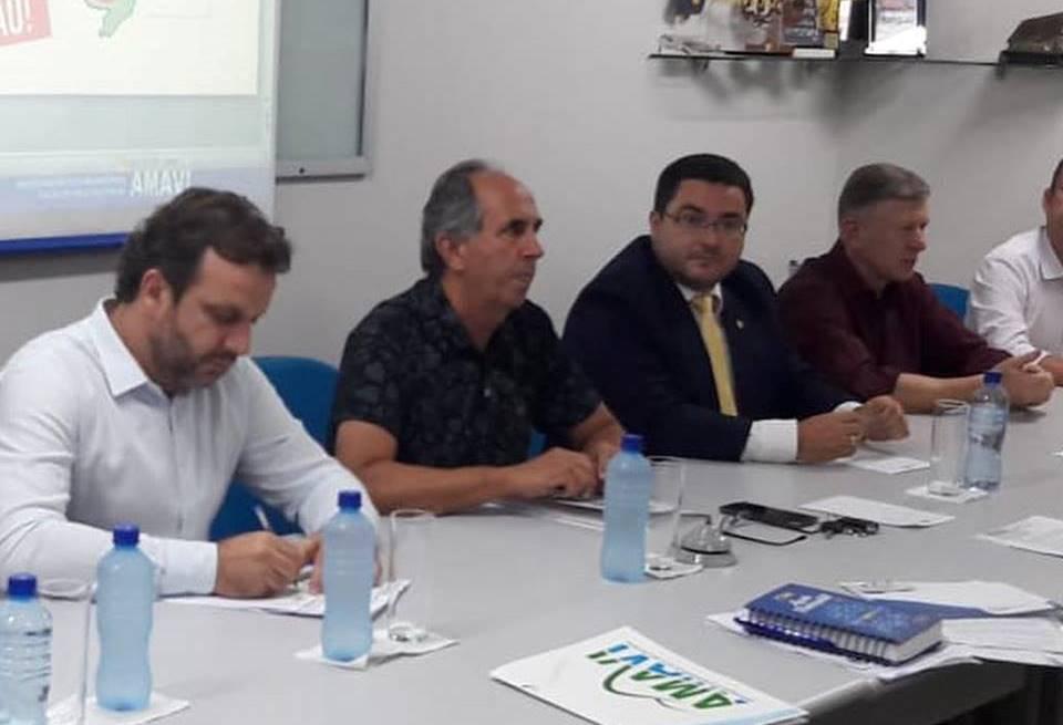 Demandas do Alto Vale foram debatidas durante audiência da frente parlamentar catarinense na Amavi, em Rio do Sul