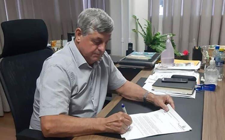 Depois da polêmica, prefeito de Presidente Getúlio desiste de reajustar salários dos servidores