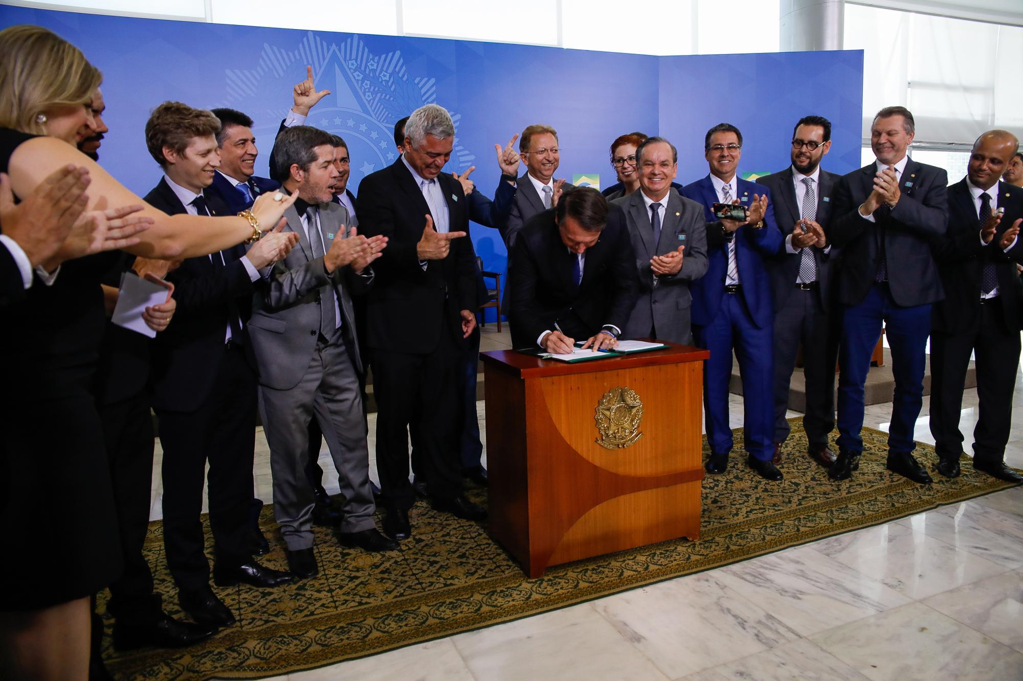 Deputado ituporanguense é prestigiado por Bolsonaro em assinatura de Decreto