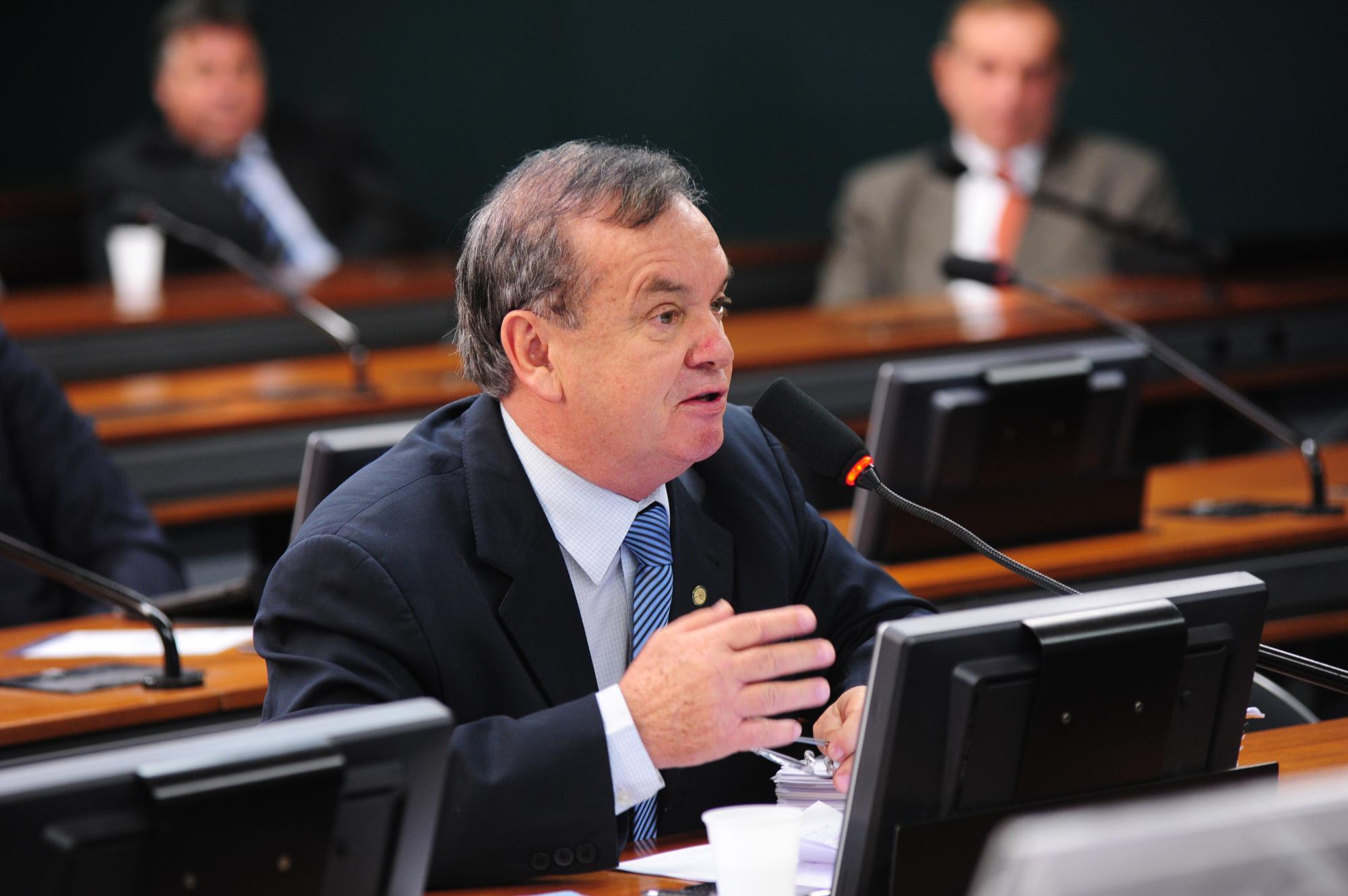 Deputado Peninha é relator de projeto que incentiva a produção de mel