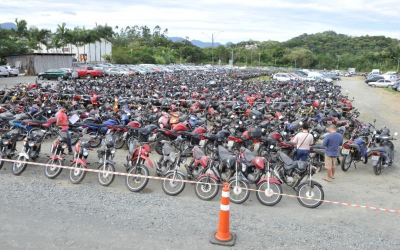 Detran faz leilão de veículos retirados de circulação na Região da Cebola