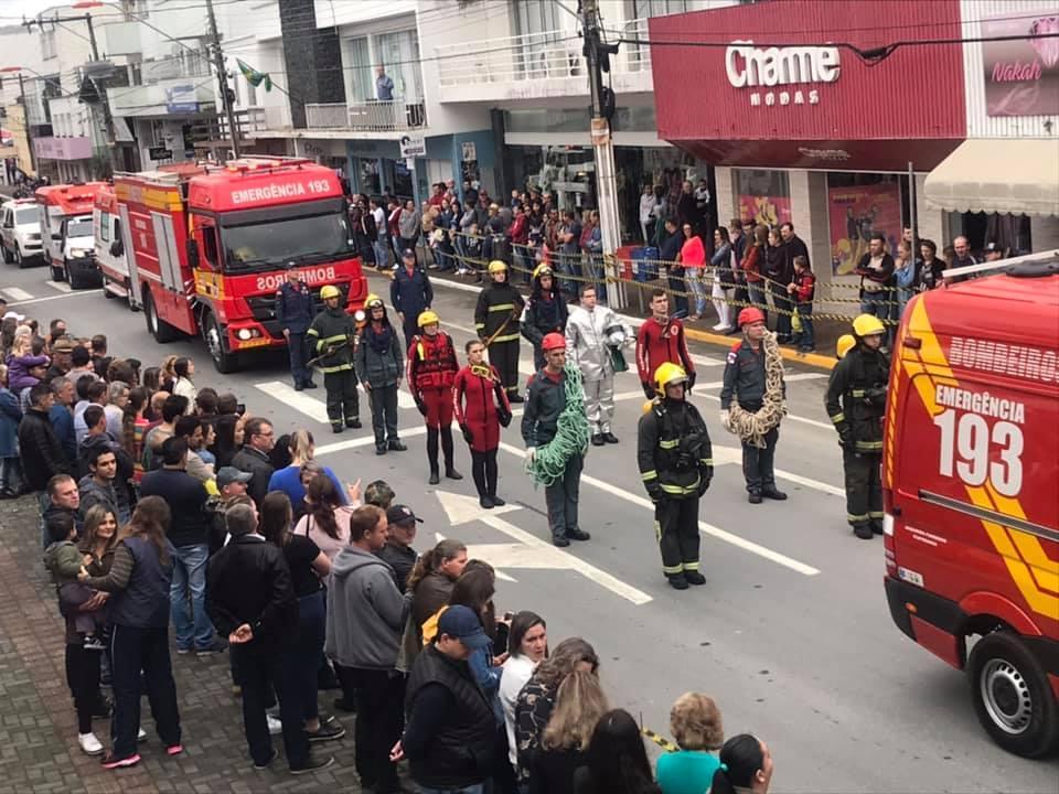 FOTOS: Dia 7 de Setembro foi celebrado com Desfile Cívico em Ituporanga