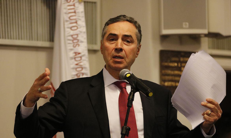 Eleição municipal pode ser dividida em 2 dias, diz ministro