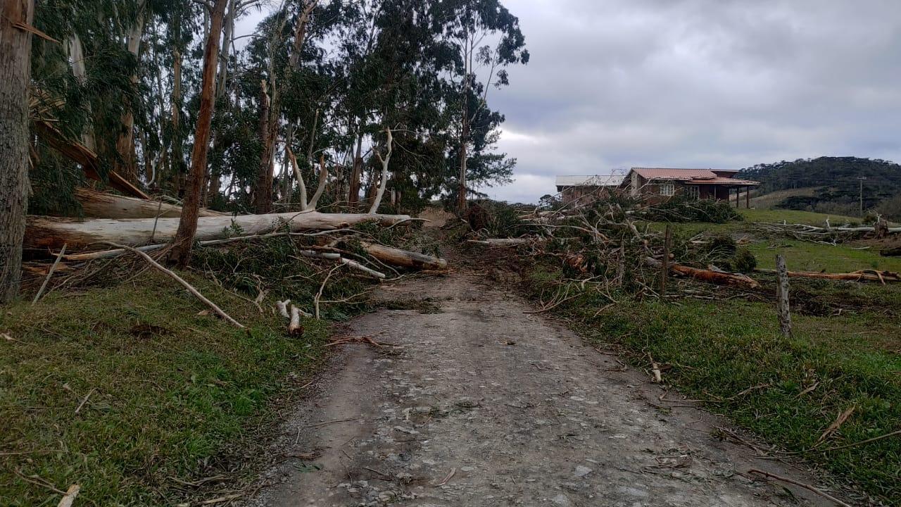 Em Bom Retiro estragos com ciclone foram mais intensos no interior do município