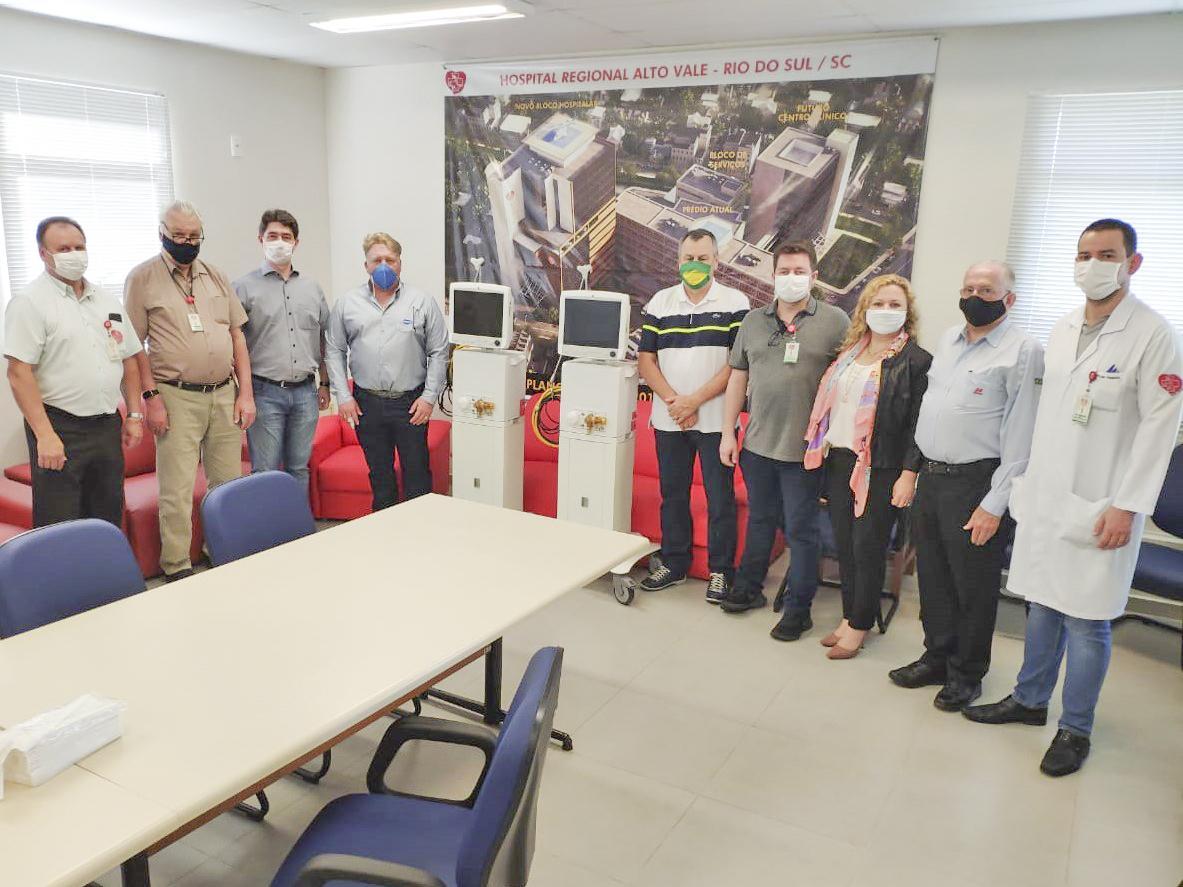 Empresas fazem doação de respiradores ao Hospital Regional Alto Vale