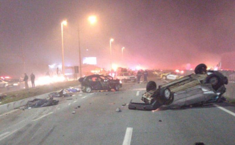 Engavetamento com 22 veículos deixa oito mortos em São José dos Pinhais (PR)