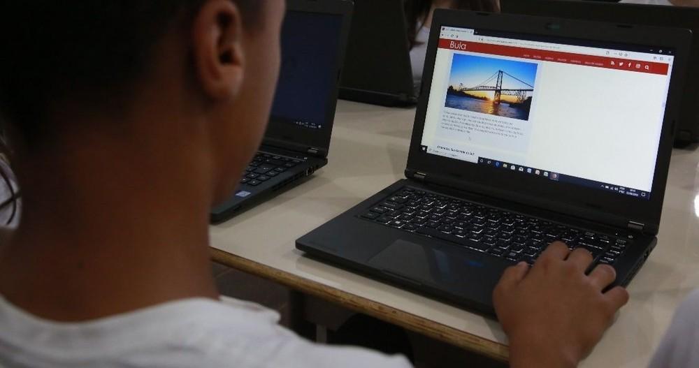 Escolas da rede estadual já adotaram aulas à distância na Região da Cebola