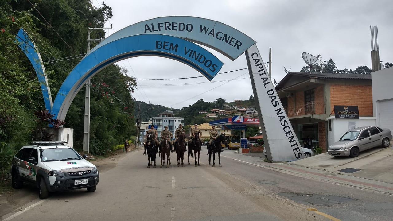 Esquadrão da Polícia Montada de Lages auxilia no policiamento em Alfredo Wagner