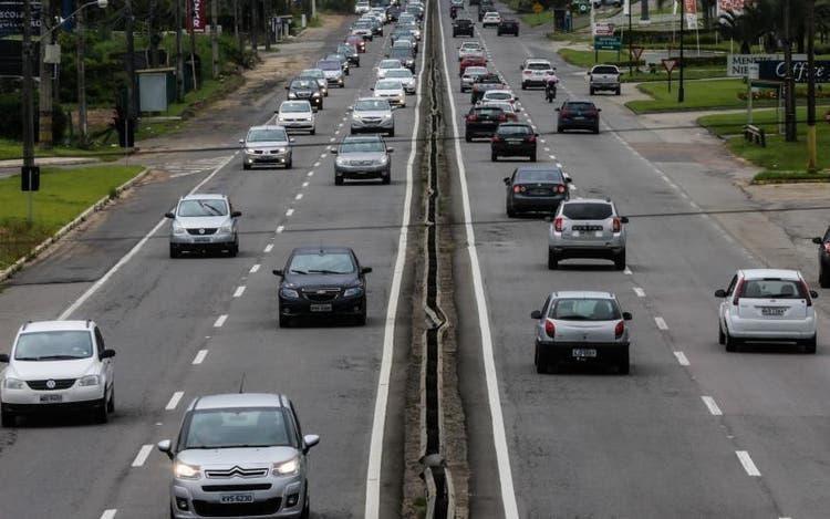 Estradas estaduais de SC têm reforço na fiscalização no fim de ano; projeção é de alta de 10% a 20% no movimento