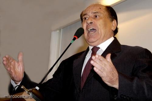 Ex-governador de SC Henrique Córdova morre aos 81 anos