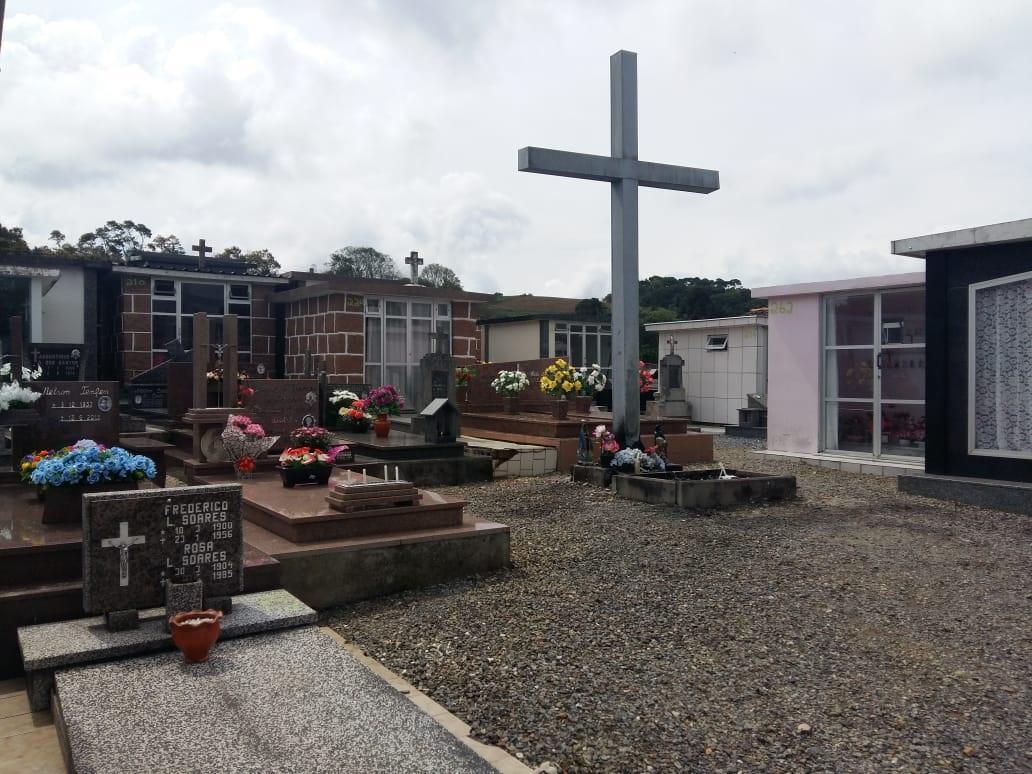 Falta espaço nos cemitérios de Imbuia
