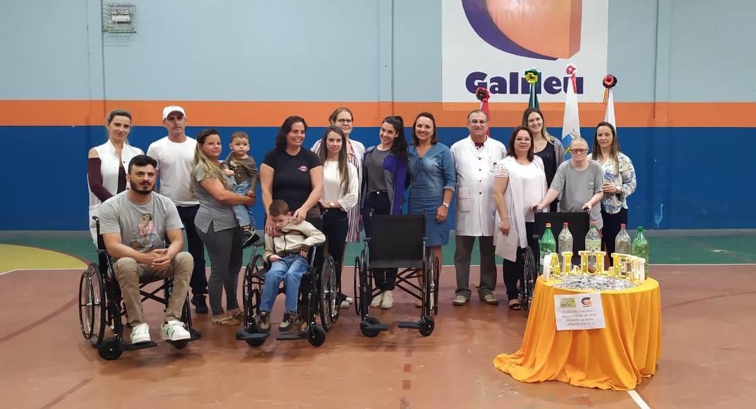 Gincana Ecológica do Colégio Galileu doa quatro cadeiras de rodas em Ituporanga